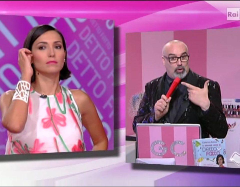 """Caterina Balivo e lo stylist Giovanni Ciacci, a """"Detto Fatto"""", RAI 2, indossa il bracciale Mazinga bianco Photo credits RAI-Detto Fatto"""