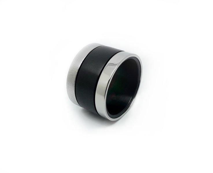 Anello-in-titanio-nero-PVD-finitura-lucida-e-spazzolata