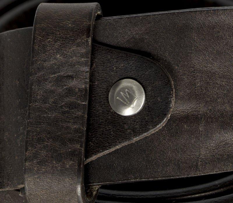 Fibbia in titanio-particolare-borchia