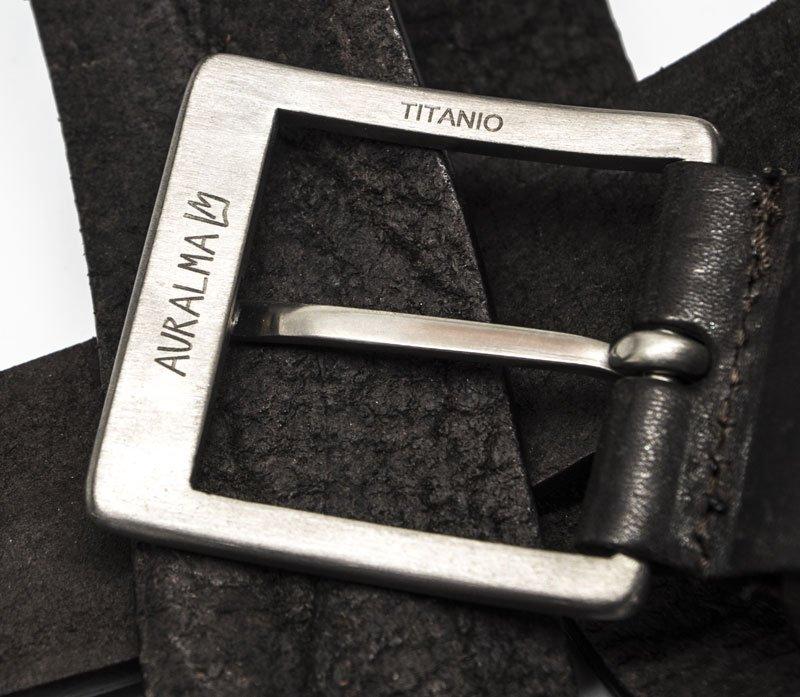 Fibbia in titanio
