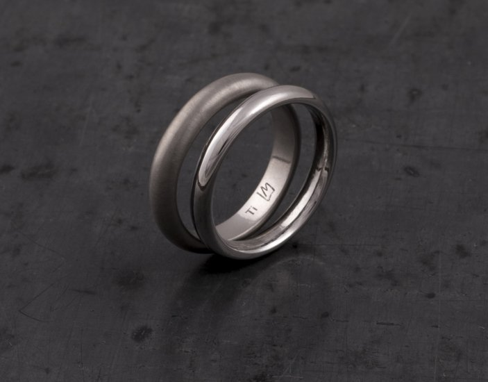 Fedi classiche in titanio, realizzate a mano